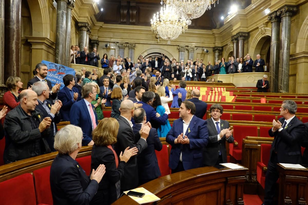 Parlamenet declara independencia . Nació Digital