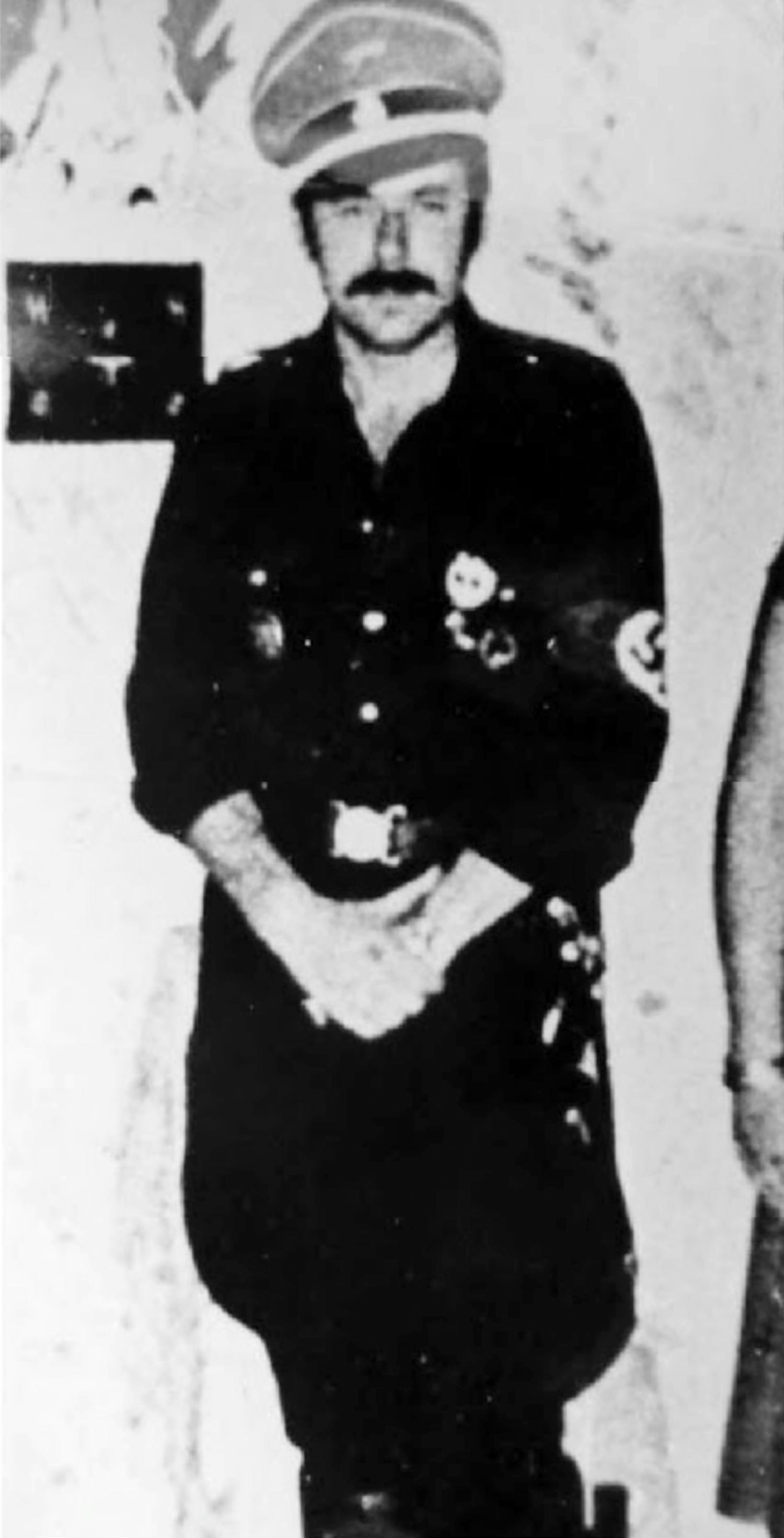 Joachim Fiebelkorn vistiendo el uniforme de las SS.