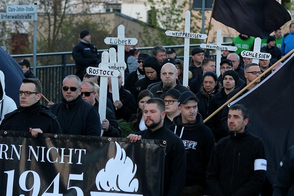 adios Europa 2 maecha neonazi en Lubeck