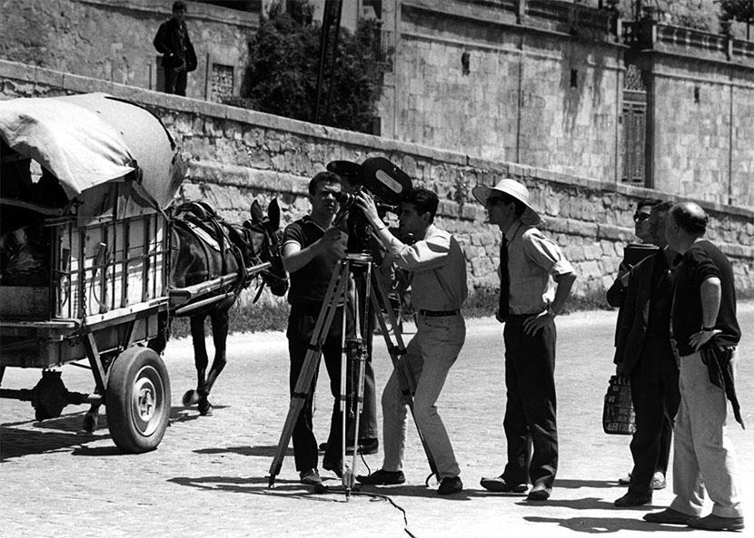En el rodaje de Nueve cartas a Berta el cámara Fernando Arribas Martín Patino y R. Muñoz Suay_