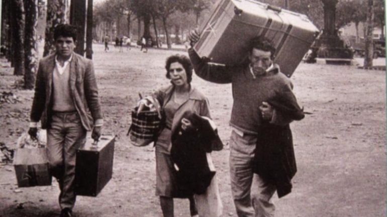 inmigrantes cerca de la Estació de França (Xavier Miserachs, 1961)