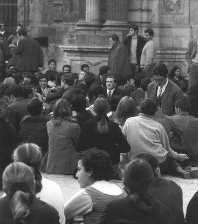 Sentada-en el rectorado Franco-CENTRO-ESTUDIOS-ANDALUCES_EDIIMA20190124_0491_20