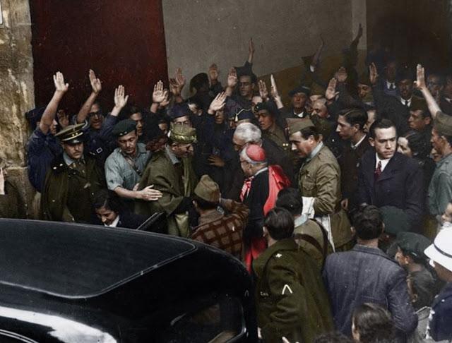 Unamuno y Astray a la salida del paraninfo de la Universidad de Salamanca