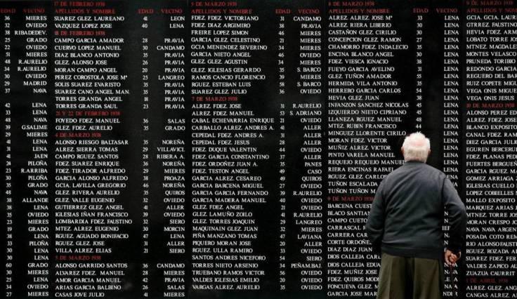 Memorial a las víctimas de la represión franquista en el cementerio de Oviedo (foto: Reuters)